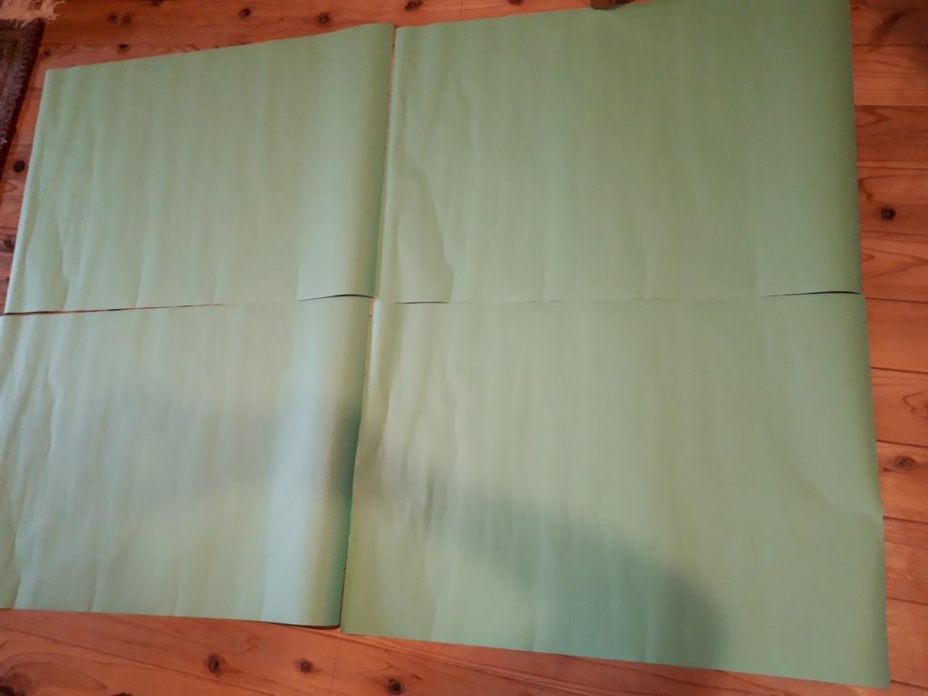 ダイソーのカラー模造紙(厚口)を横に並べる